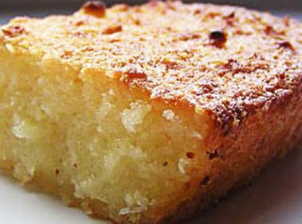 pedaço de bolo de macaxeira