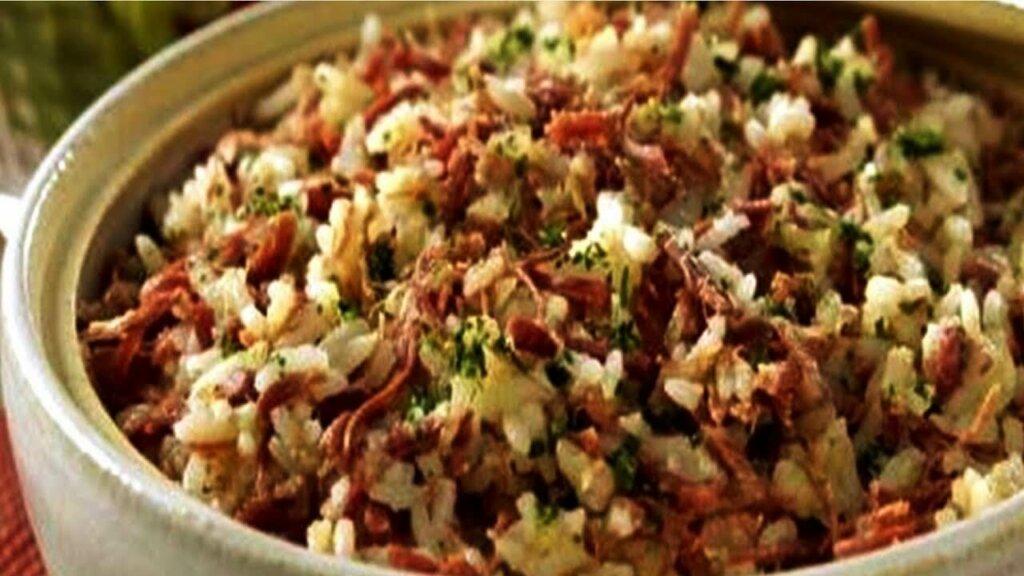 prato de arroz de carreteiro com temperos
