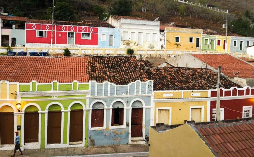 casas coloridas na cidade de Piranhas