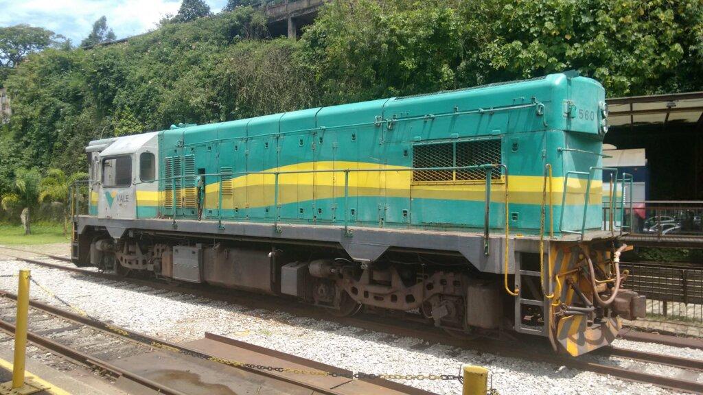 trem parado sobre a ferrovia em Ouro Preto