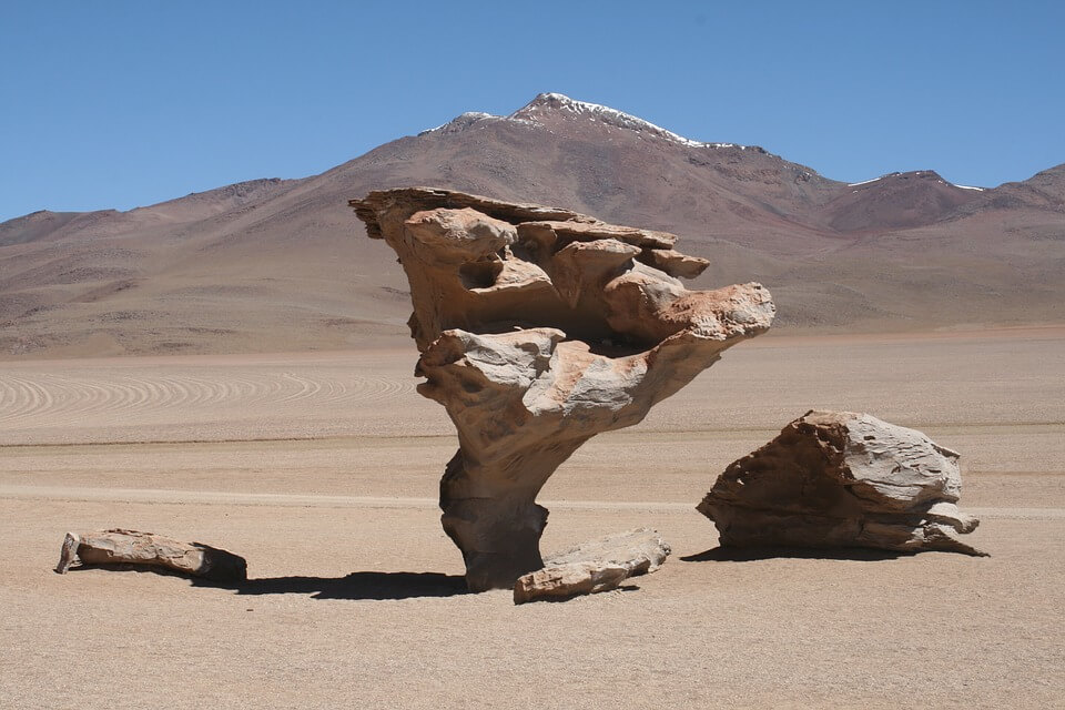 Pedra suspensa no Deserto do Atacama
