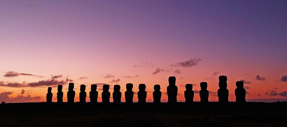 estátuas de pedra na Ilha de Páscoa